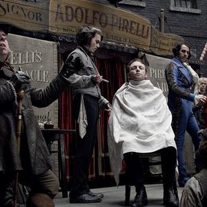 جانی دپ و ساشا بارون کوهن در فیلم سویینی تاد آرایشگر شیطانی خیابان فلیت