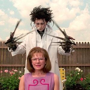 جانی دپ و دایان ویست در فیلم سینمایی ادوارد دست قیچی