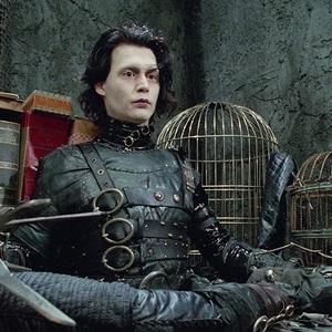 جانی دپ در نمایی از فیلم ادوارد دست قیچی