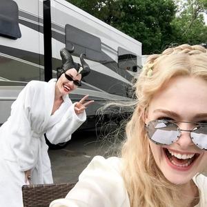 آنجلینا جولی و ال فانینگ در پشت صحنه فیلم سینمایی مالیفیسنت۲ (Maleficent 2)
