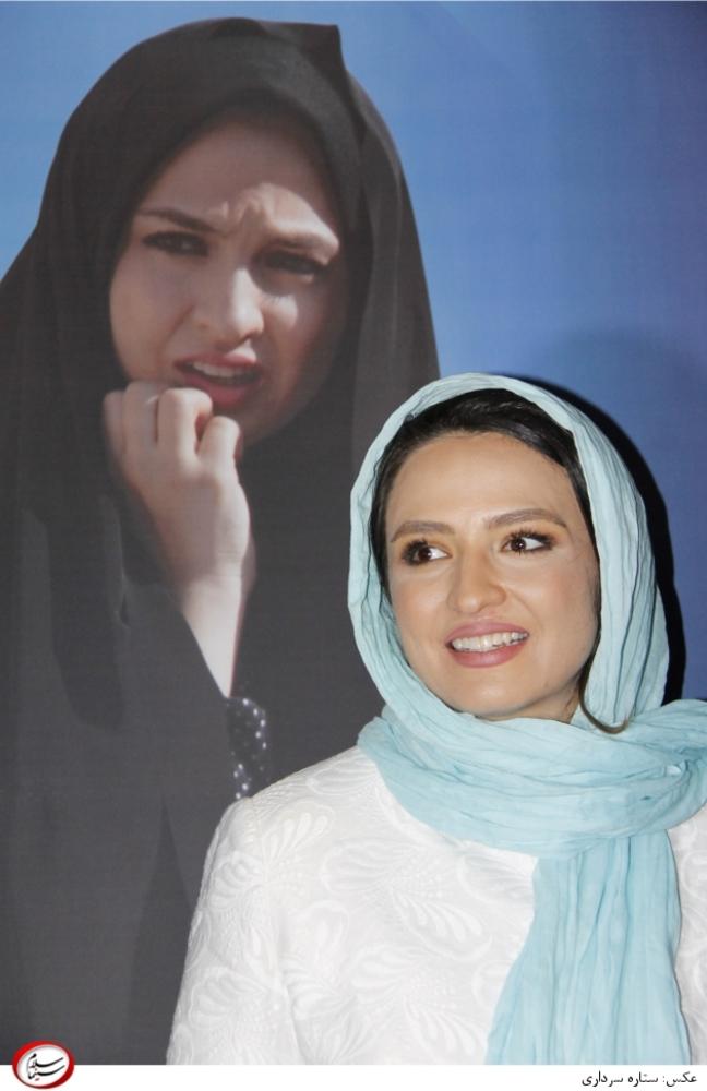 گلاره عباسی در افتتاحیه فیلم «اشیاء از آنچه در آیینه می بینید به شما نزدیک ترند»