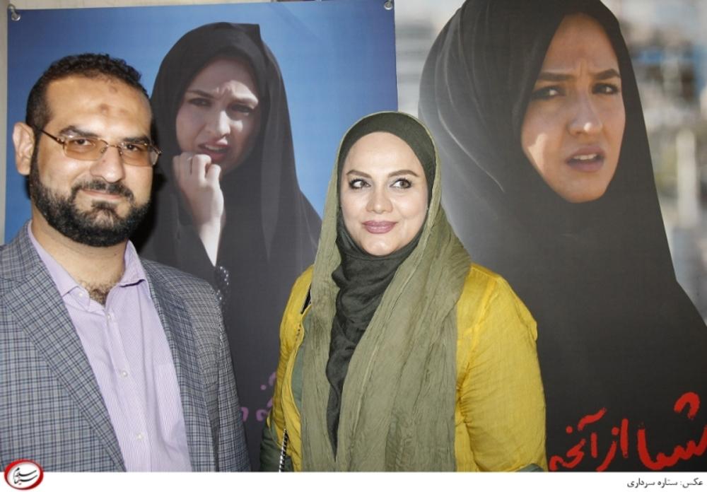 نرگس آبیار و همسرش محمد حسین قاسمی در افتتاحیه فیلم «اشیاء از آنچه در آیینه می بینید به شما نزدیک ترند»