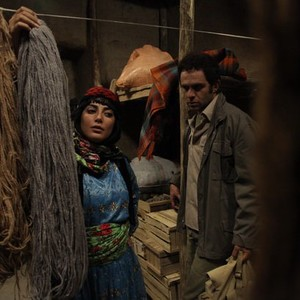 نمای از طناز طباطبایی و بابک حمیدیان در فیلم پنجاه قدم آخر