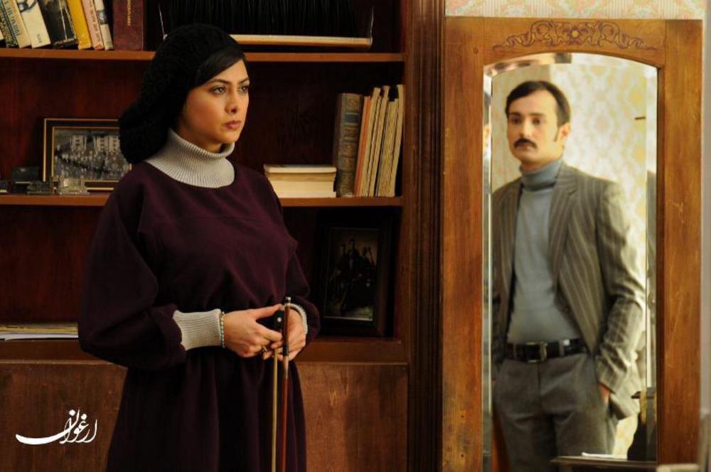 مرتضي اسماعيل کاشي و آزاده صمدي در نمایی از فیلم ارغوان