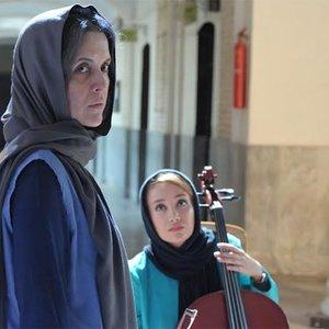 نازنین فراهانی و بهاره افشاری در نمایی از فیلم آلما