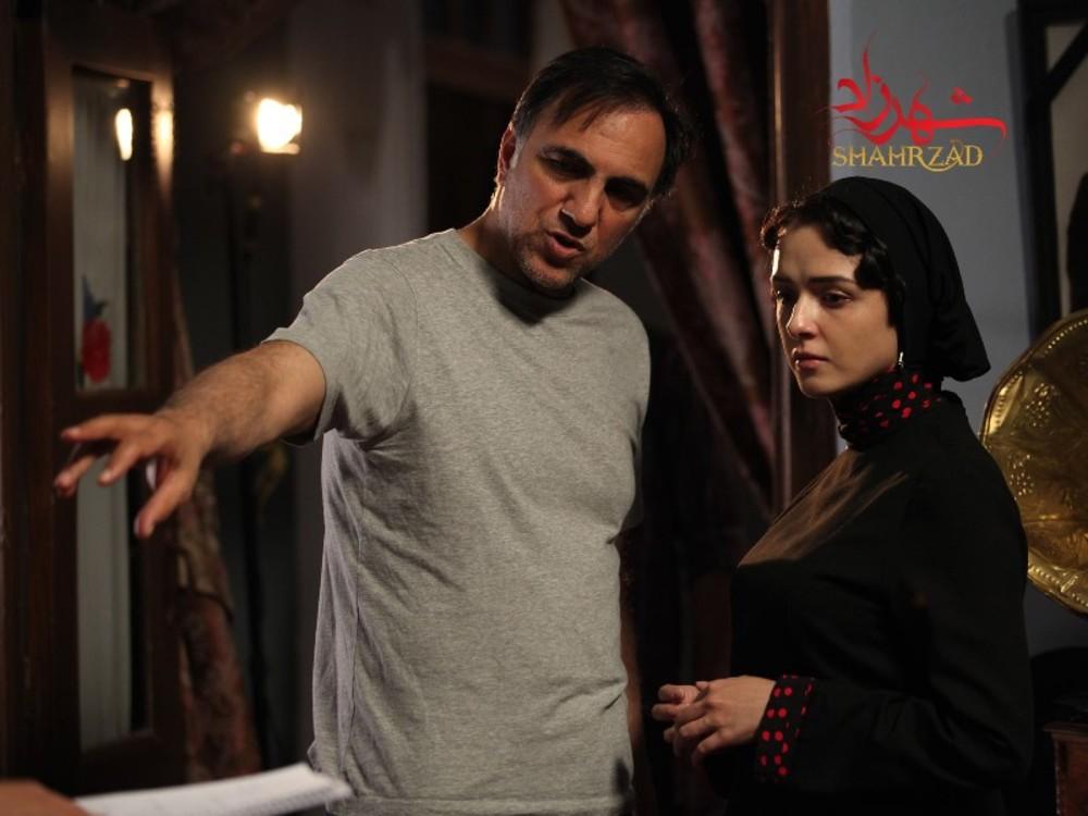 ترانه علیدوستی و حسن فتحی در پشت صحنه سریال «شهرزاد»