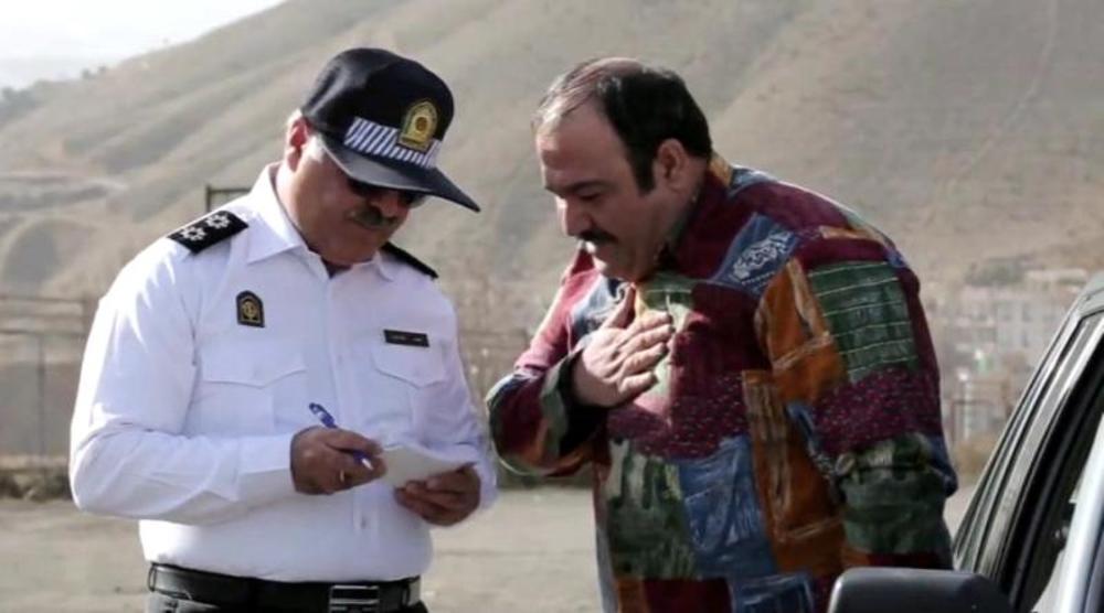 مهران غفوریان و ساعد هدایتی در نمایی از سریال نمایش خانگی «عطسه»
