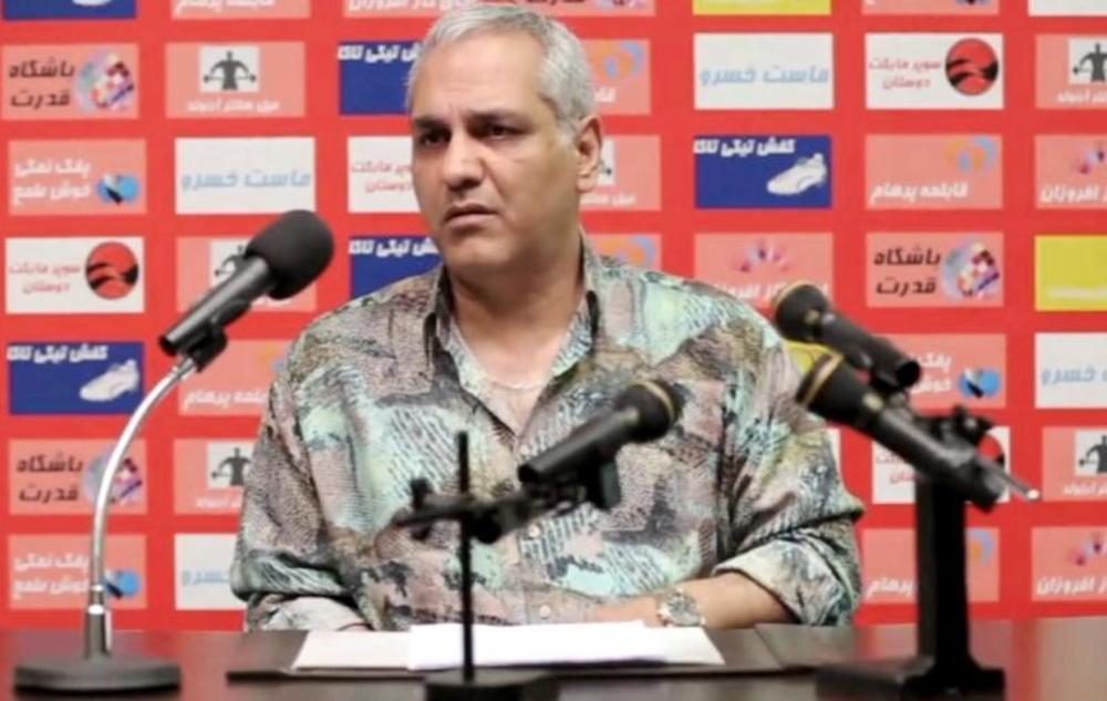 مهران مدیری در نمایی از سریال نمایش خانگی «عطسه»