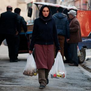 هانیه توسلی در نمایی از فیلم ابرهای ارغوانی