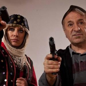 شراره رخام و مهران رجبی در نمایی از فیلم مبارزان کوچک