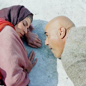 ذبیح افشار و لیلا موسوی در نمایی از فیلم «باز هم سیب داری؟»