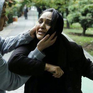 روشنک گرامی و رویا نونهالی در نمایی از فیلم «هلن»