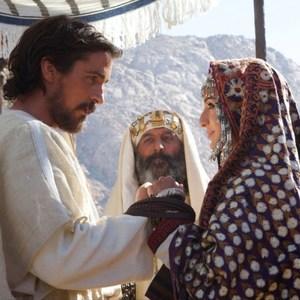 کریستین بل و ماریا والورده در فیلم «مهاجرت: خدایان و پادشاهان»
