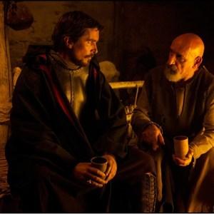 کریستین بل و بن کینگزلی در فیلم «مهاجرت: خدایان و پادشاهان»