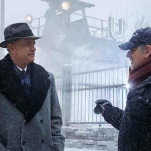 تام هنکس و استیون اسپیلبرگ در پشت صحنه فیلم «پل جاسوس ها»(Bridge of Spies)