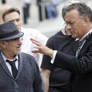 تام هنکس و استیون اسپیلبرگ در پشت صحنه فیلم سینمایی «پل جاسوس ها»(Bridge of Spies)
