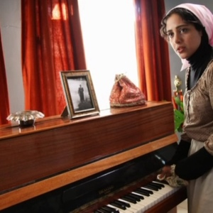 هنگامه حمیدزاده در نمایی از فیلم سینمایی« اشباح »