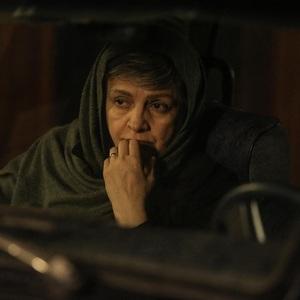 گلاب آدینه در نمایی از فیلم سینمایی «آبجی»