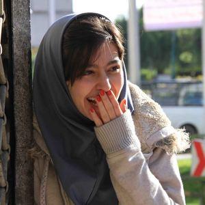 پردیس احمدیه در نمایی از فیلم «لاک قرمز»