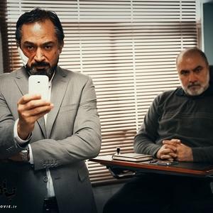 فرهاد قائمیان و محمد حاتمی در نمایی از فیلم «بادیگارد»