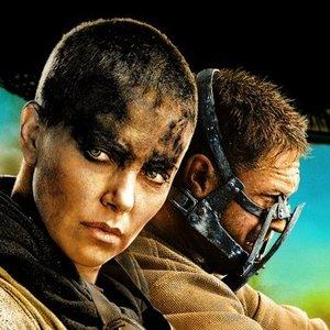 شارلیز ترون در نمایی از فیلم «مکس دیوانه: جاده خشم»(Mad Max: Fury Road)