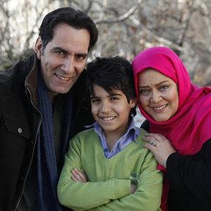 بهاره رهنما و  پارسا مشیری و بهنام تشکر در نمایی از فیلم «بچگیتو فراموش نکن»