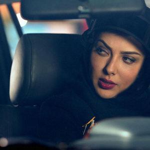 لیلا اوتادی در نمایی از فیلم «افسونگر»