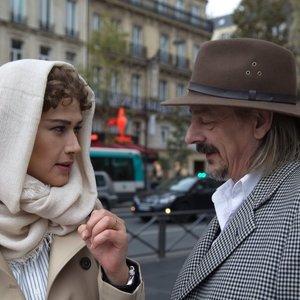 لادن مستوفی و ژان دانیل باربین، بازیگر فرانسوی در نمایی از فیلم «وقتی برگشتم...»