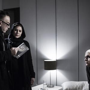 بابک حمیدیان و سحر دولتشاهی و مرحوم ایرج کریمی در پشت صحنه فیلم «نیمرخ ها»