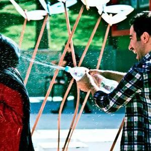 نوید محمدزاده و باران کوثری در فیلم سینمایی «عصبانی نیستم»