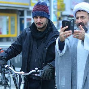 جواد عزتی و مهران رجبی در نمایی از فیلم سینمایی «پارادایس »