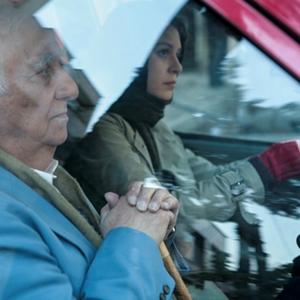 شادی کرم رودی و سورن مناساکانیان در نمایی از فیلم «یک شهروند کاملا معمولی»