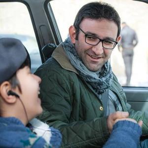 هدایت هاشمی در نمایی از فیلم سینمایی «به دنیا آمدن» ساخته محسن عبدالوهاب