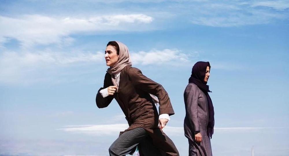 فاطمه معتمدآریا و ویشکا آسایش در نمایی از فیلم «در سکوت»