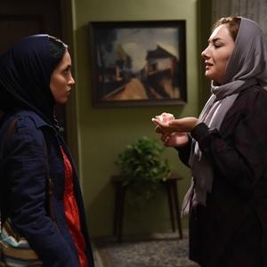 هانیه توسلی و خاطره اسدی در نمایی از فیلم سینمایی «نقطه کور»