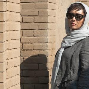 نیکی کریمی در نمایی از فیلم سینمایی «ربوده شده» ساخته بيژن ميرباقری