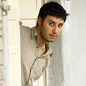 جواد عزتی در نمایی از فیلم «در مدت معلوم»