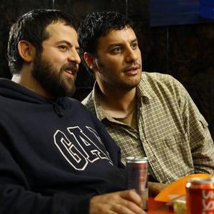 هومن سیدی و جواد عزتی در نمایی از فیلم «در مدت معلوم»