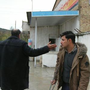 جواد عزتی در نمایی از فیلم «زاپاس»