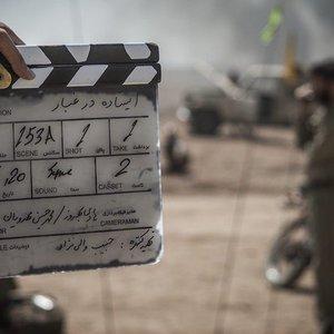 نمایی از پشت صحنه فیلم سینمایی «ایستاده در غبار» اولین ساخته محمدحسین مهدویان