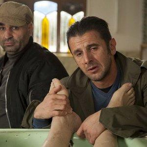 امین حیایی و علی مشهدی در نمایی از فیلم «ناردون» ساخته فریدون حسنپور