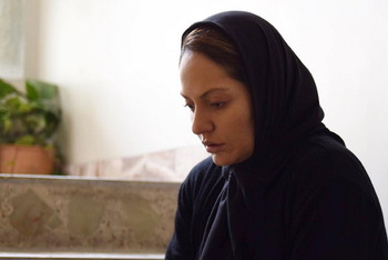 مهناز افشار در نمایی از فیلم «خانهای در خیابان چهل و یکم»