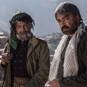 حسن جوهرچی و عنایت الله شفیعی در نمایی از فیلم «مردان آفتاب»