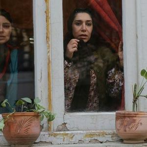 نسیم ادبی و هستی مهدوی فر در نمایی از فیلم «چهارشنبه»