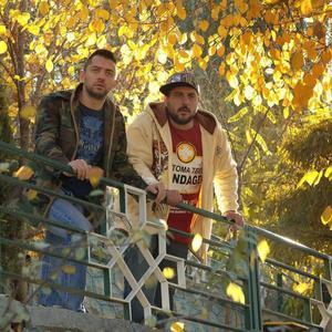 محسن کیایی و بهرام رادان در نمایی از فیلم «بارکد»