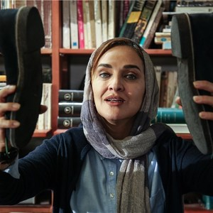 رویا نونهالی در نمایی از فیلم «کفشهایم کو؟»