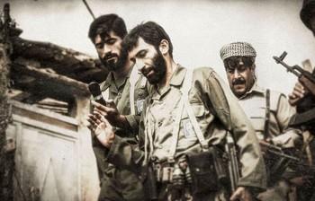 هادی حجازی فر در نقش احمد متوسلیان در نمایی از فیلم «ایستاده در غبار»