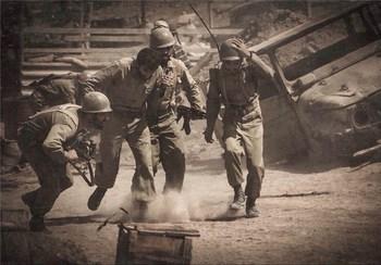 نمایی از فیلم «ایستاده در غبار»