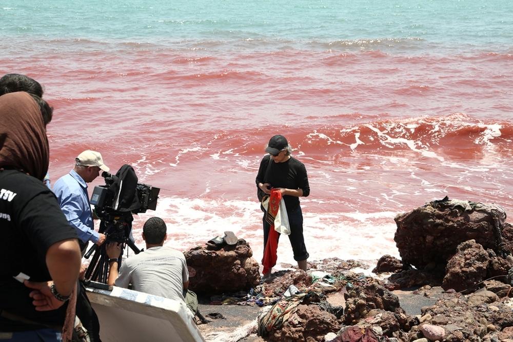 مهدي احمدی در نمایی از پشت صحنه فیلم سینمایی «جزیره رنگین»