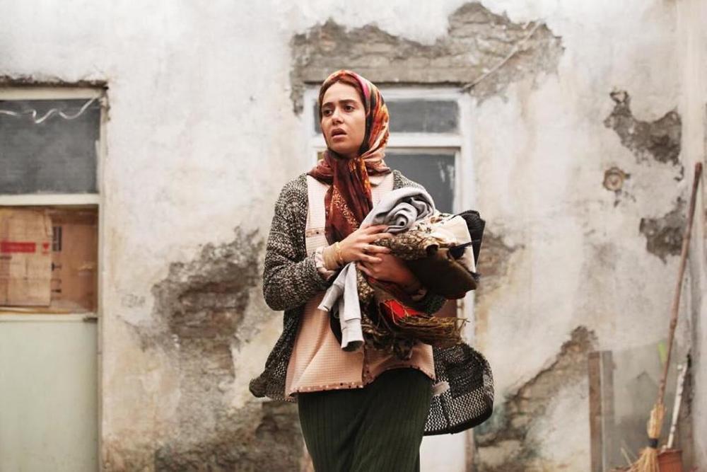 پریناز ایزدیار در نمایی از فیلم «ابد و یک روز» ساخته سعید روستایی